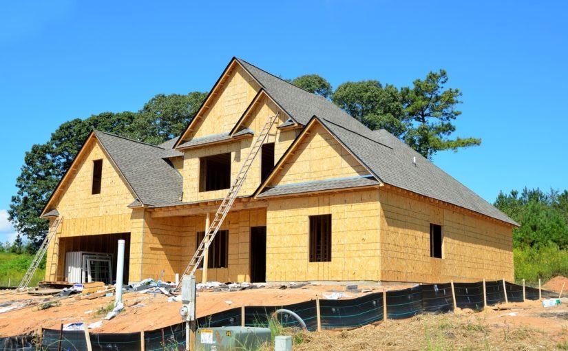 Adekwatnie z obowiązującymi nakazami świeżo budowane domy muszą być oszczędne.
