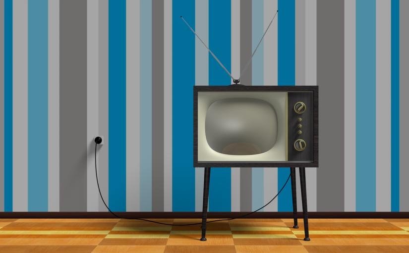 Samotny wypoczynek przed tv, czy też niedzielne serialowe popołudnie, umila nam czas wolny oraz pozwala się zrelaksować.